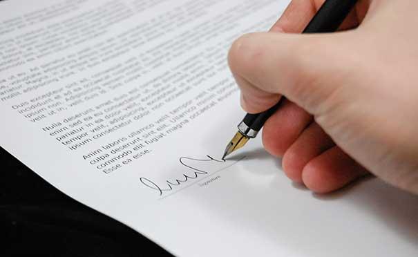 Tłumaczenie umów handlowych - Biuro tłumaczeń technicznych Slavis